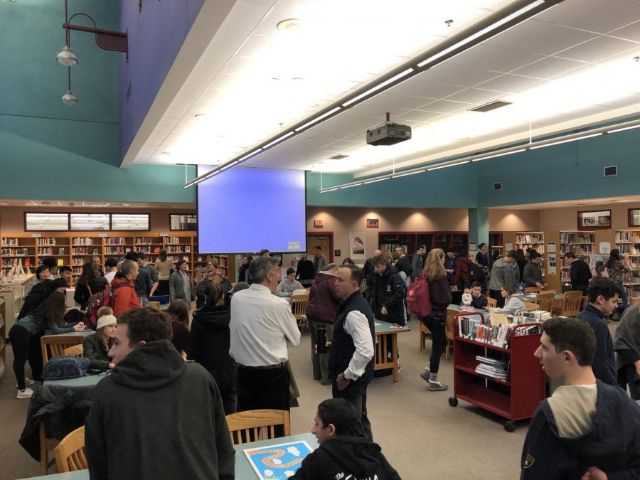 The+%22Macbreakfast%22+fills+up++in+the+Weston+High+School+Library+with+many+parents+and+students.