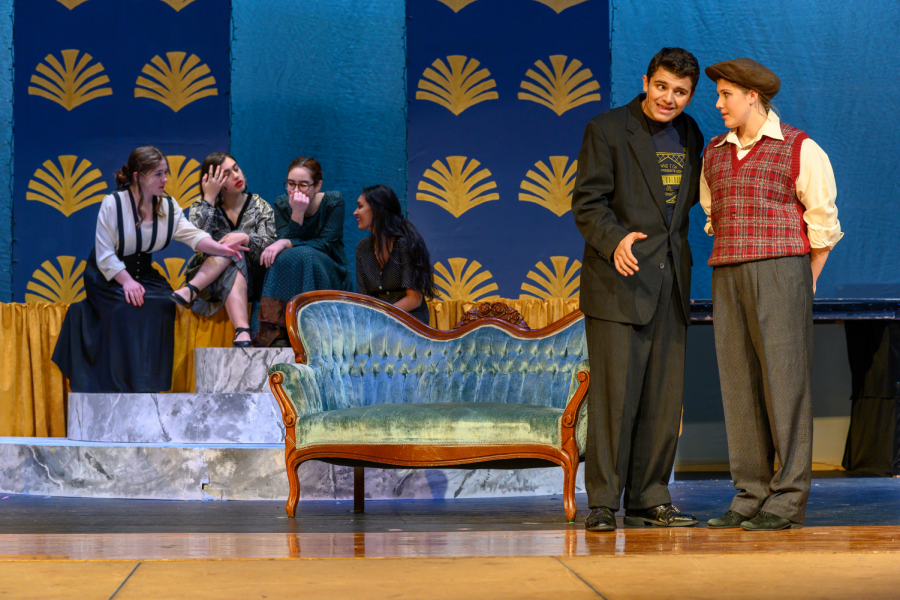 Seniors+Eric+Sakkas+and+Thea+Kendall-Green+play+the+lead+roles+Duke+Orsino+and+Lady+Viola.+